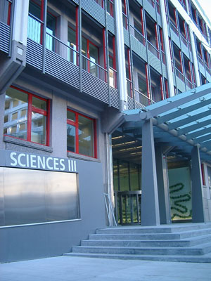 Picture of Sciences III building entrance